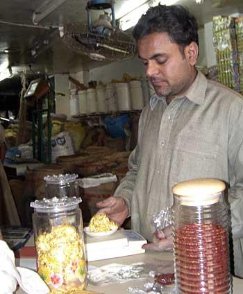 AbdesSalaam Attar за работой
